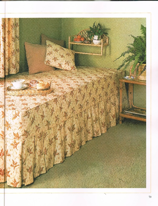 Fitted twin bedspread